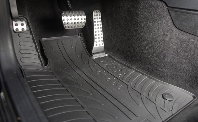 Автомобильные коврики, защищающие салон от грязи и воды: виды и характеристики